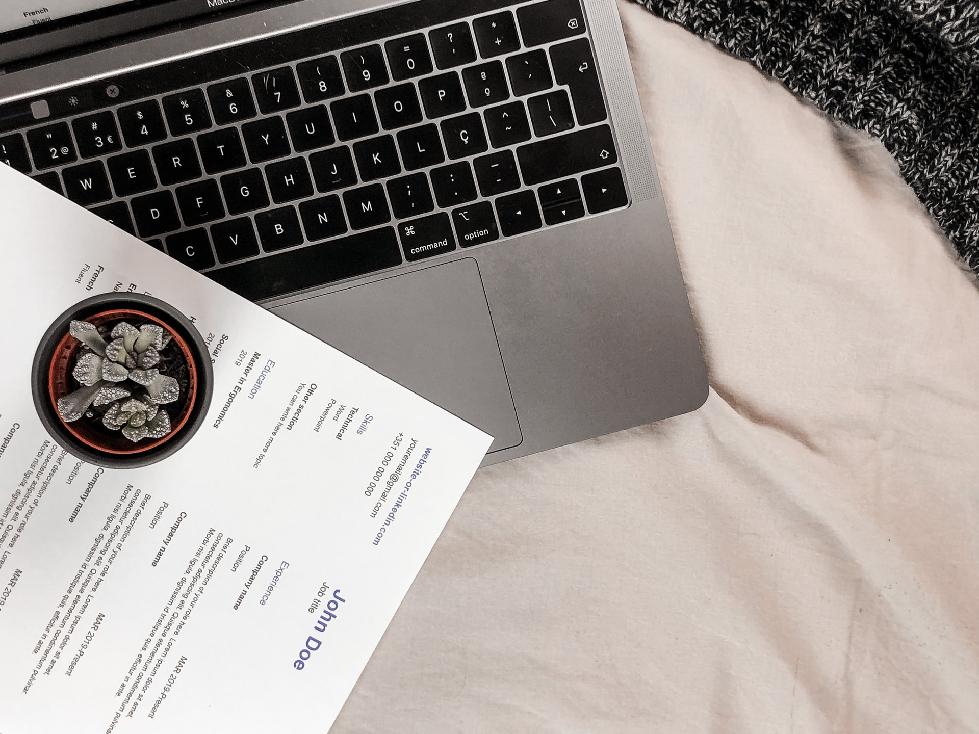 What is difference between resume and CV?