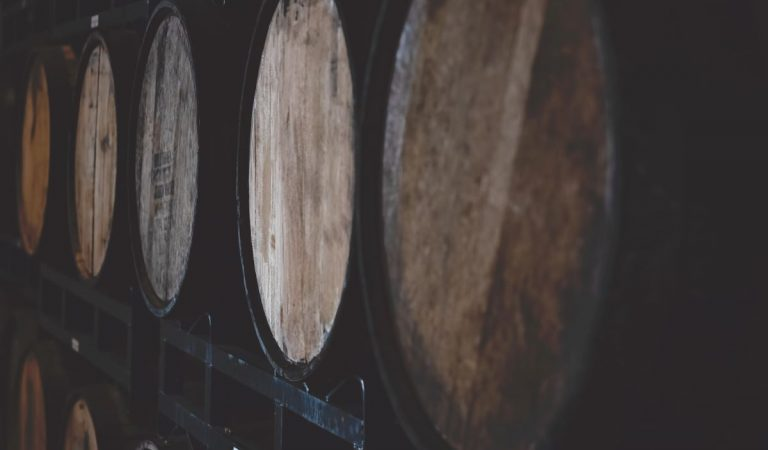 Difference Between Bourbon and Whiskey: The Tale of Two Great Spirit Giants